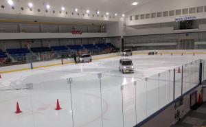 新横浜スケートセンター試乗会内部